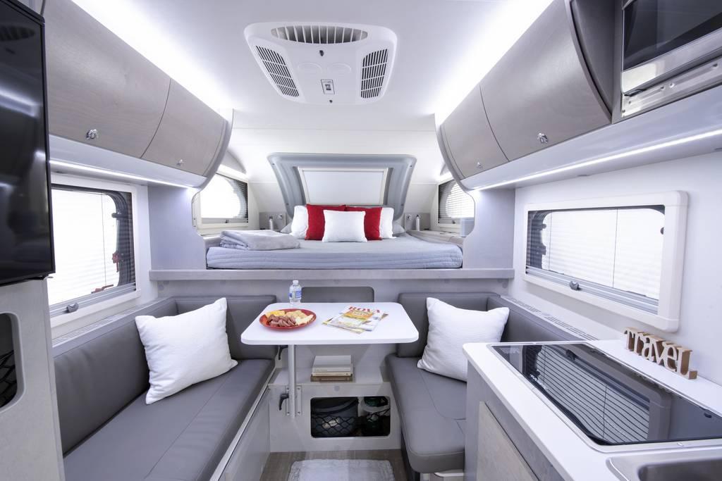 Inneres des Cirrus 620 Pickup-Wohnmobils