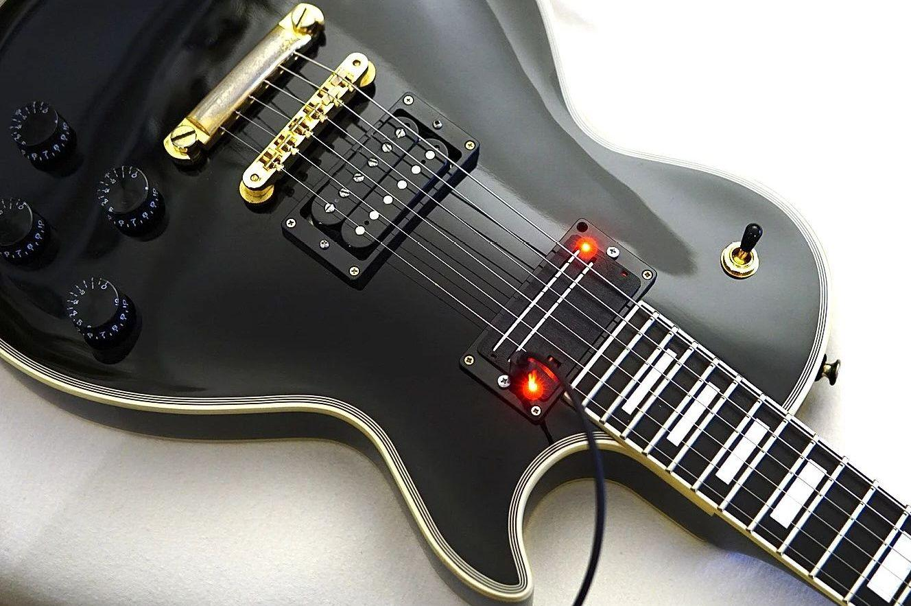 A Little Thunder allows you to play electric guitar and bass on the same instrument, at the same time