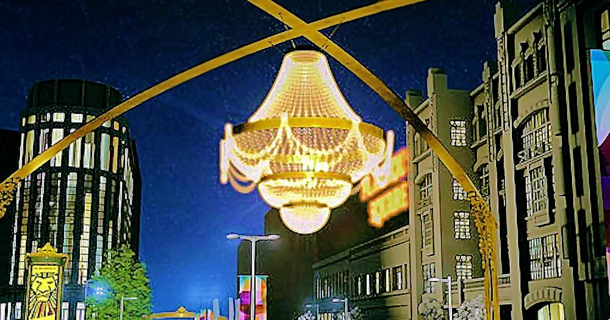 World S Largest Outdoor Chandelier To, Chandelier Cleveland Cost