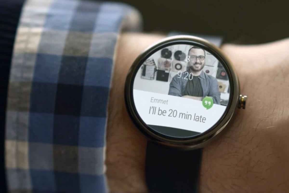Wear devices display incoming notifications