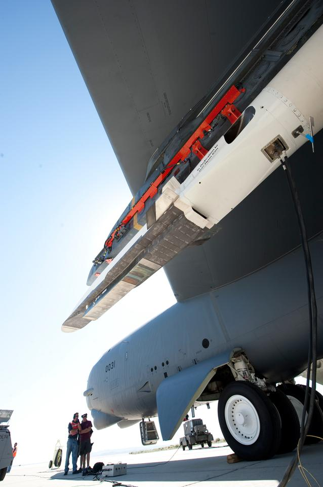 The X-51A Waverider affixed to an Edwards B-52H Stratofortress before the second flight test (Image: Boeing)
