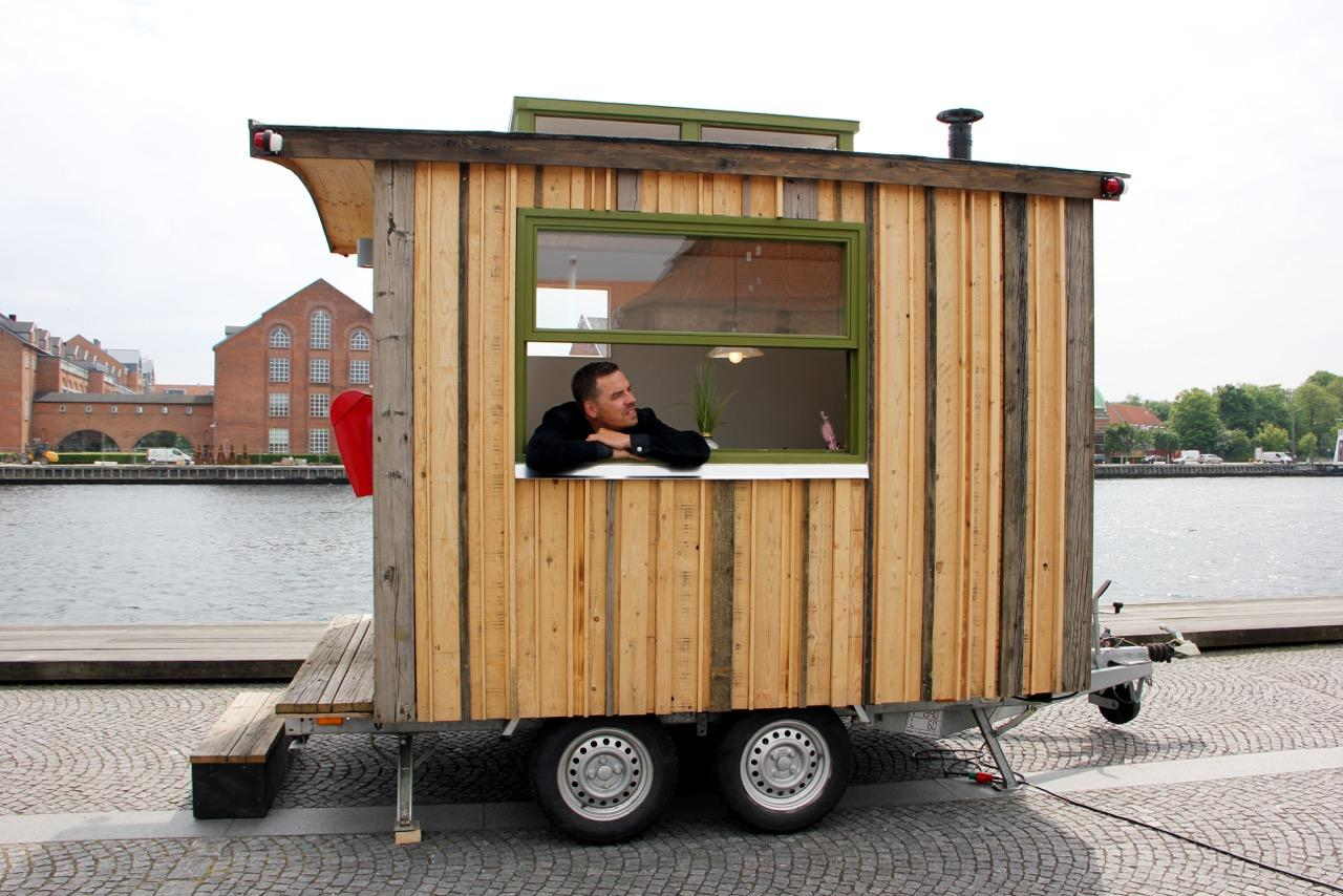 For a change of scenery, the Tiny Office can be towed by car to different locations