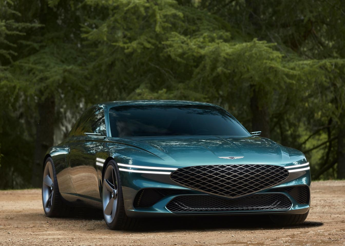 The X Concept looks out at the world through thin, sharp Two Line headlights