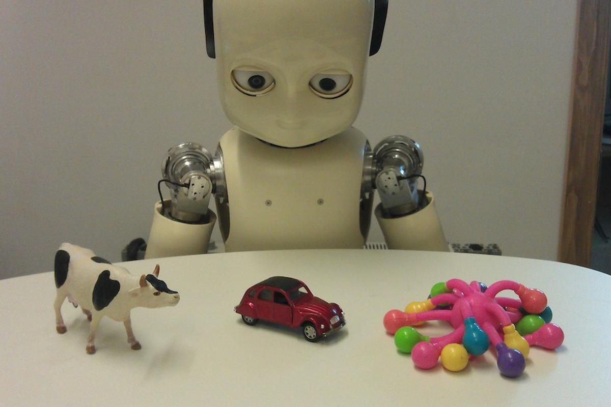 To learn new words, researchers have found that children use an automatic object-association technique that's very similar to how robots learn