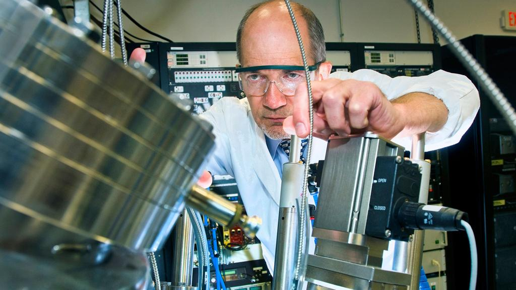 Physicist Ivan Bozovic and colleagues have fabricated thin films patterned with large arrays of nanowires and loops that are superconducting when cooled below about 30 kelvin
