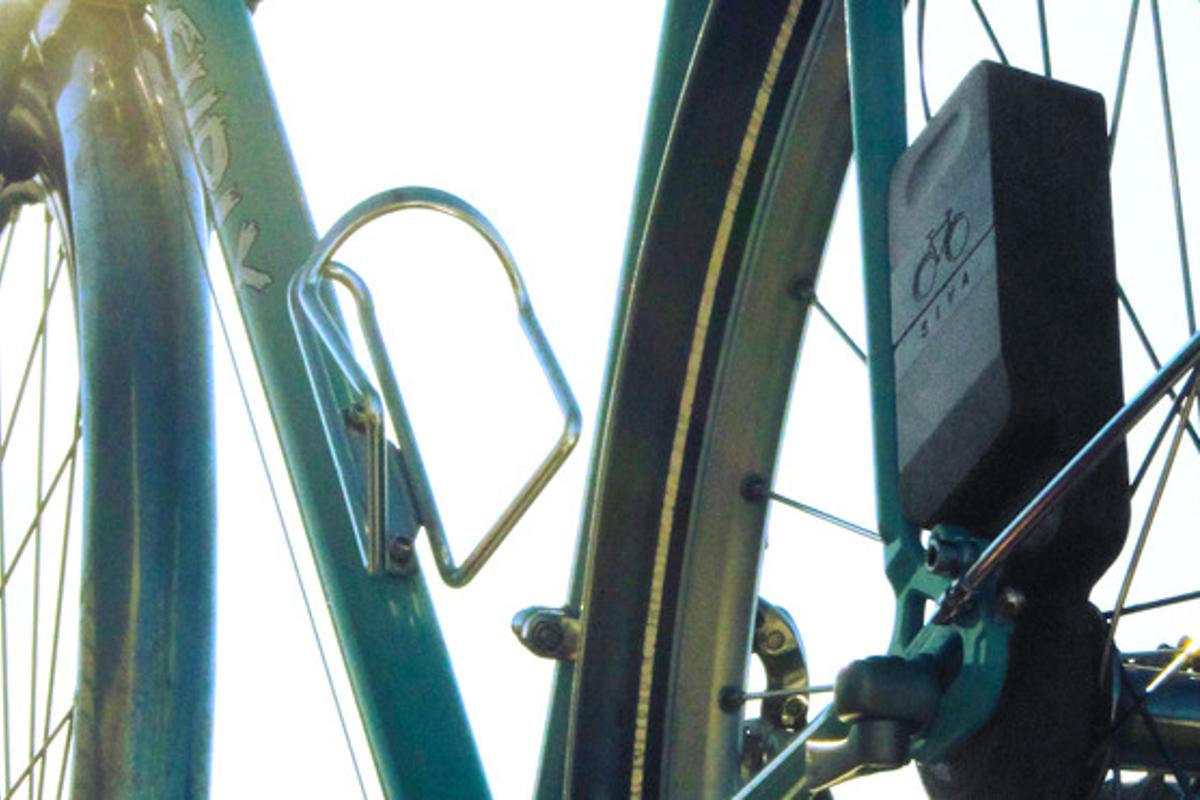 A close view of the Siva Cycle Atom installed on a bicycle