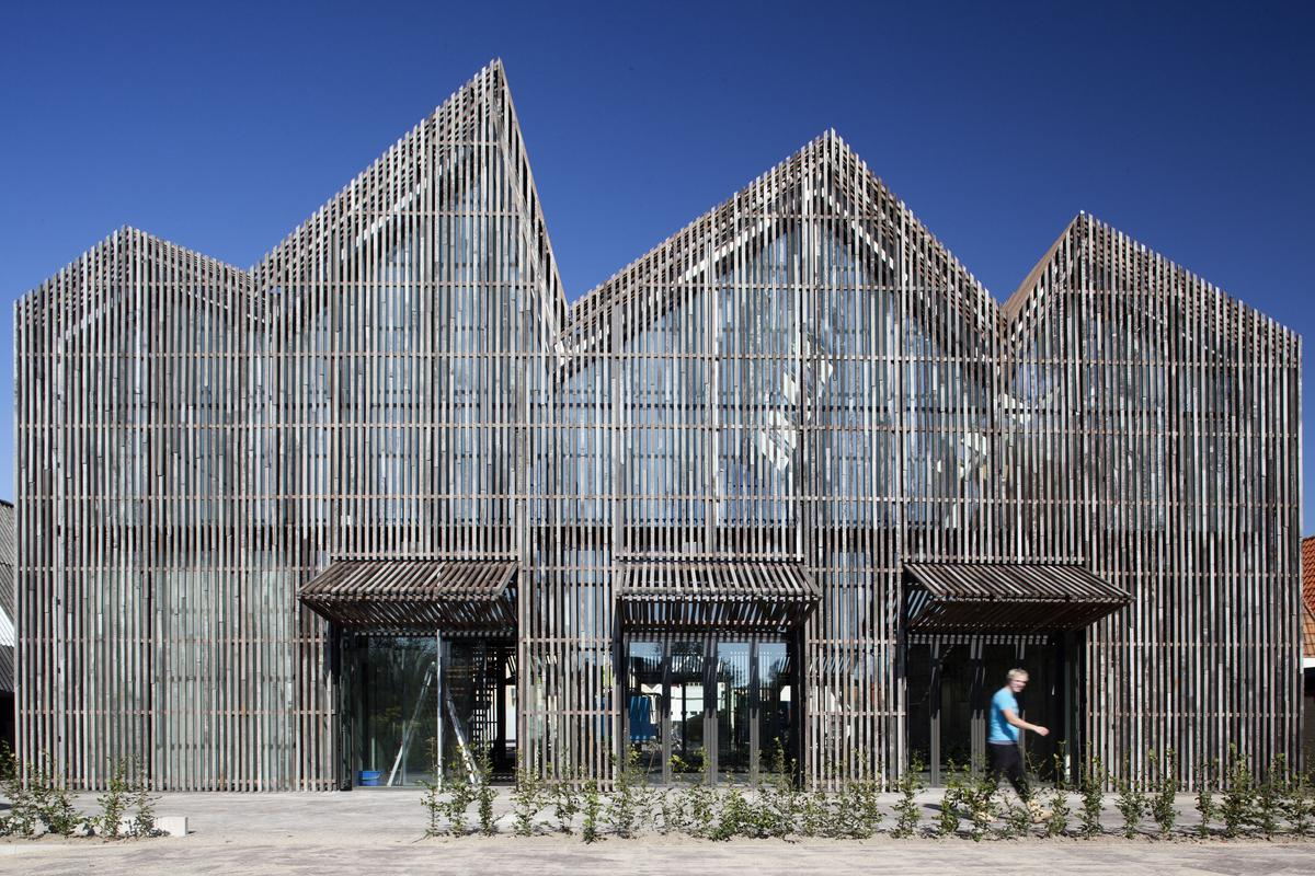 The distinctive vertical wooden slats that make up the facades of the Kaap Skil Maritime and Beachcombers Museum let in diffuse daylight lending the museum a bright but softly-lit interior