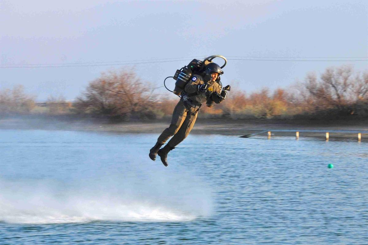 David Mayman flies the JB-series jetpack. You can, too!
