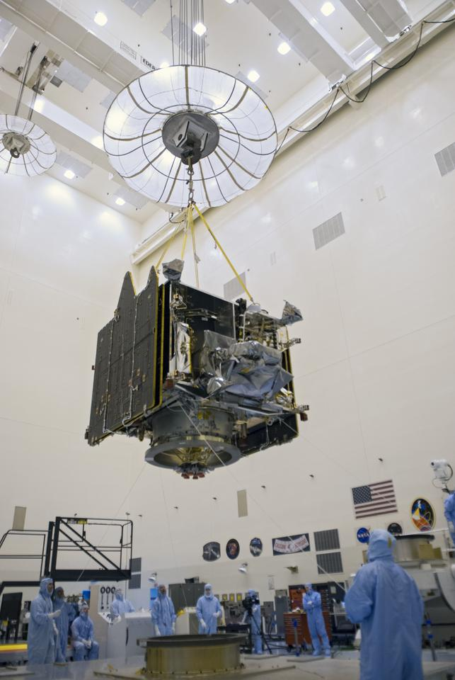 Crane moving MAVEN at the Kennedy Space Center (Image: NASA/Tim Jacobs)