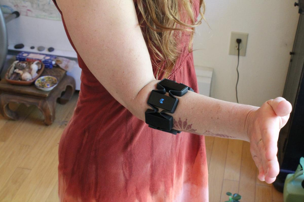 This gesture syncs Myo with your device