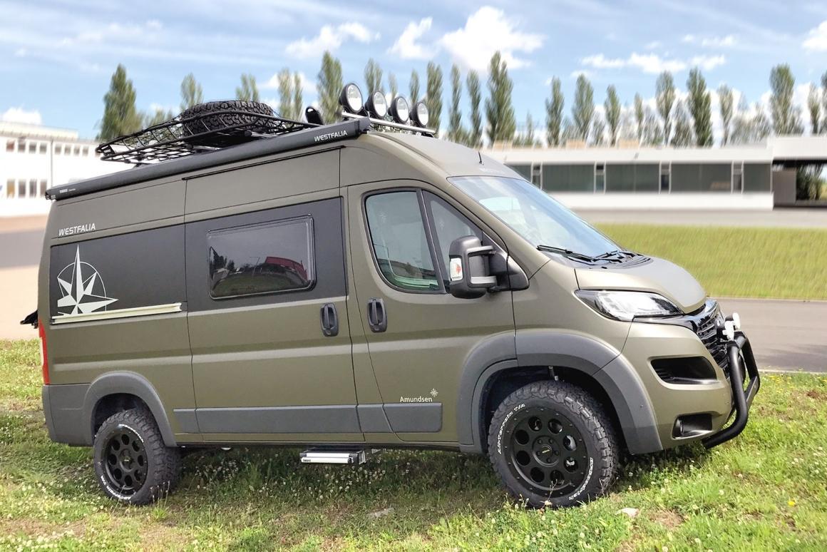 Offroad Westfalia camper van follows the compass toward the