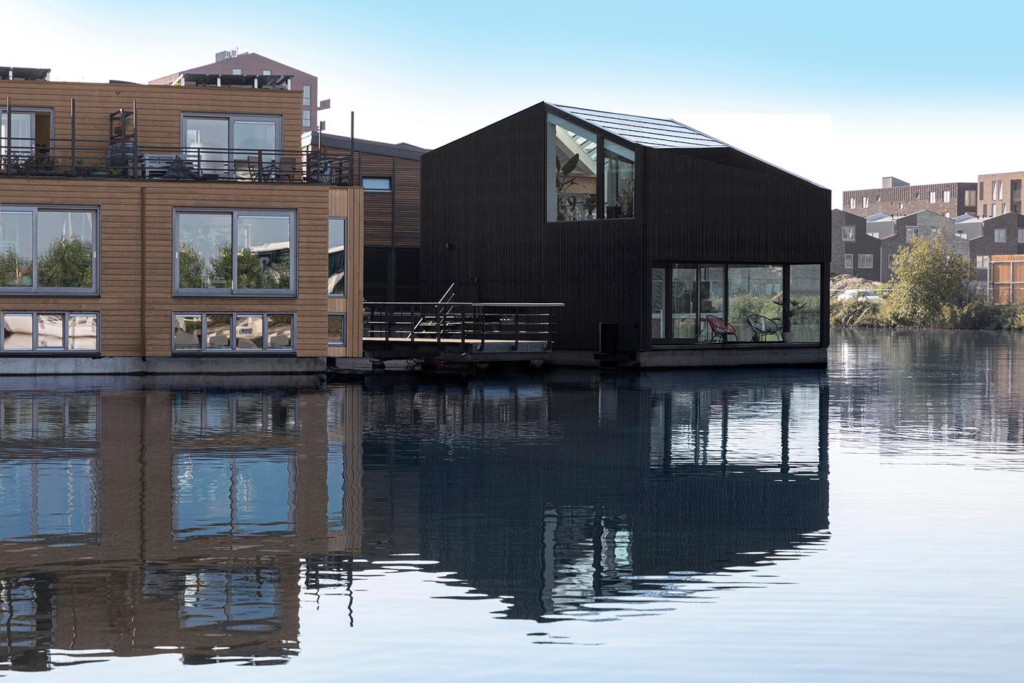 Dutch architectural studio i29 has recently completed a striking eco-friendly floating home in Amsterdam