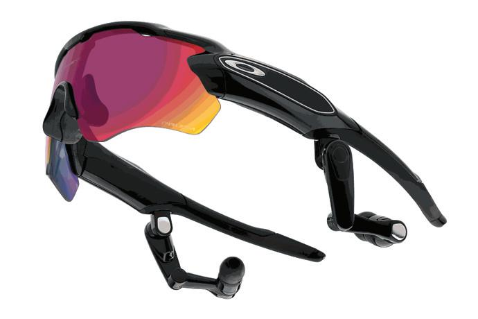 The Oakley Radar Pace contains an accelerometer, gyroscope and other sensors to track the wearer's biometric data, while a voice guides them through a custom training plan