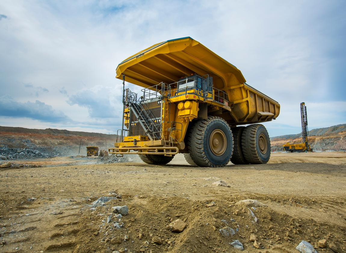 A step toward carbon-neutral mining: this giant mining truck will use a 1,000 kWh battery and a hydrogen fuel cell