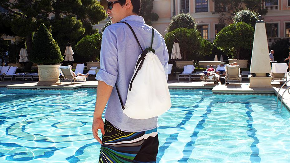 The drawstring backpack comes with a zipper pocket for storing small items