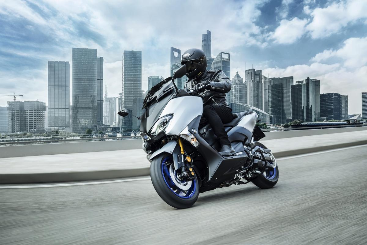Capable, fun, practical and surprising. The 2018 Yamaha TMAX scooter now gets its own Sports Edition.