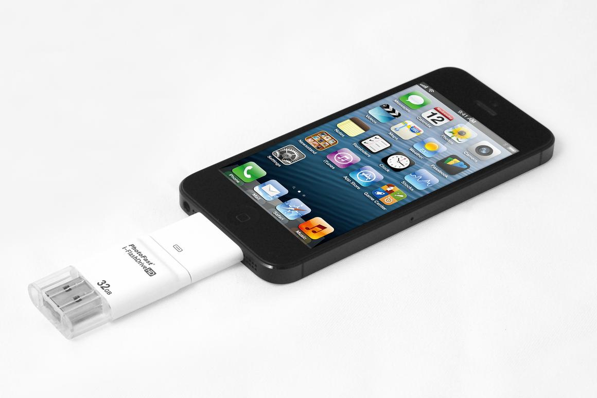 Photofast's i-FlashDrive HD with iPhone