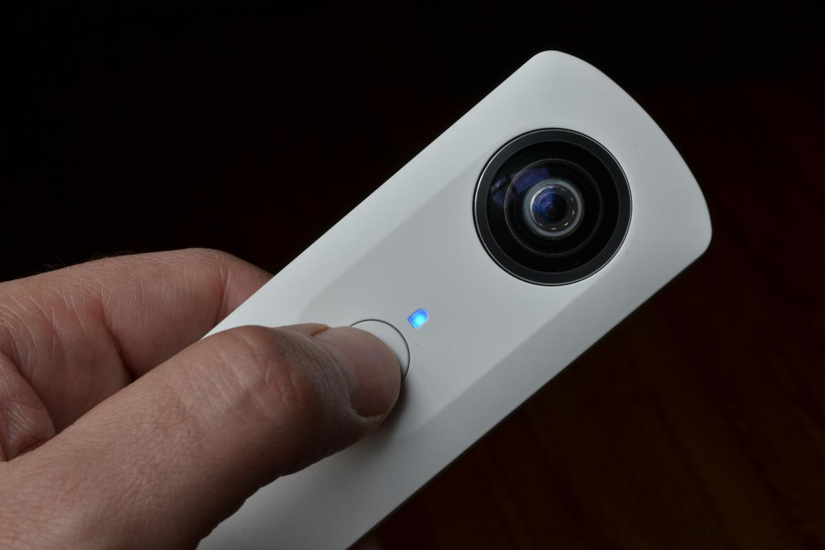 Gizmag reviews the Theta panoramic camera from Ricoh