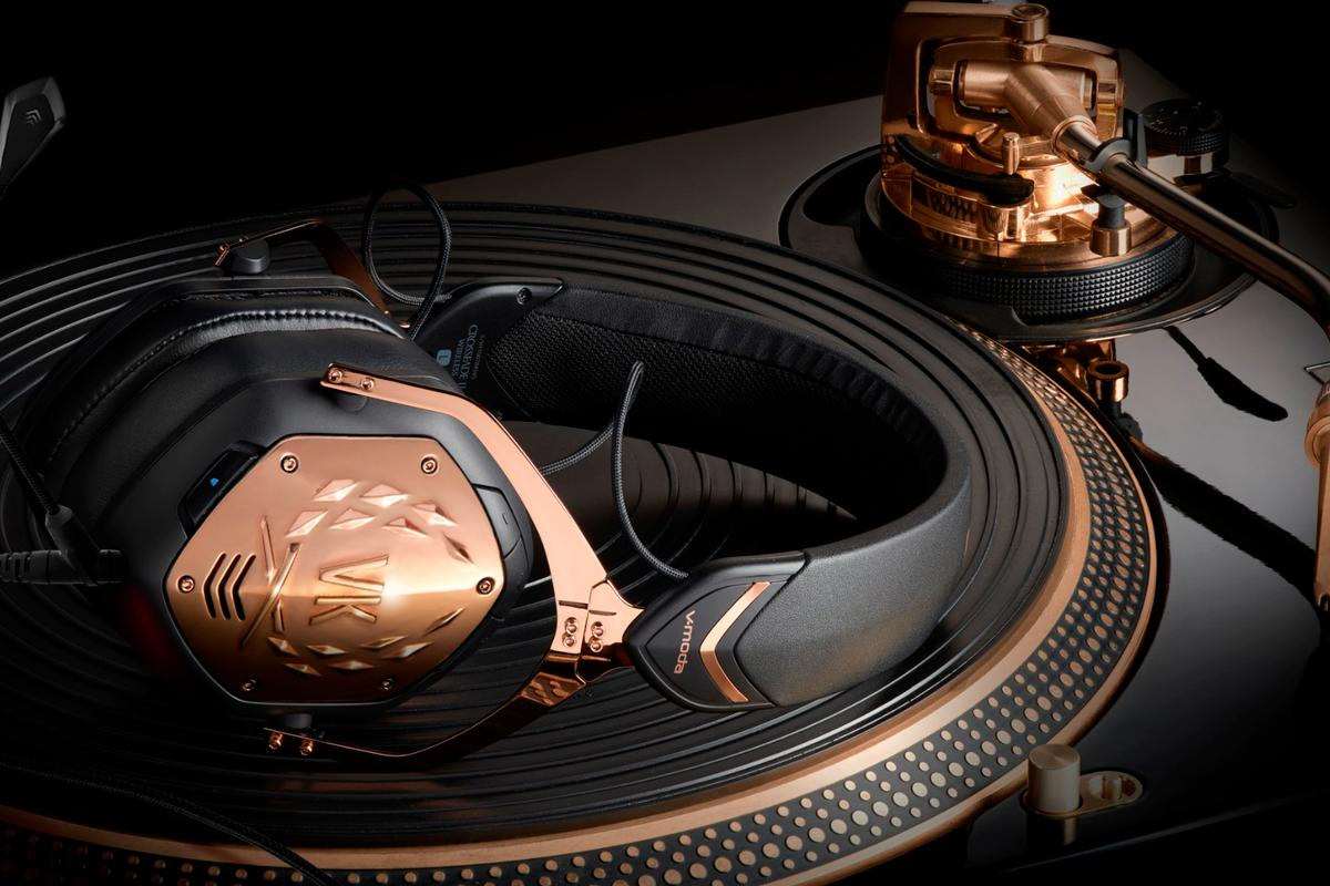 The Rose Gold flavor of the Crossfade 2 Wireless headphones feature aptX audio codec support for CD-quality listening over Bluetooth