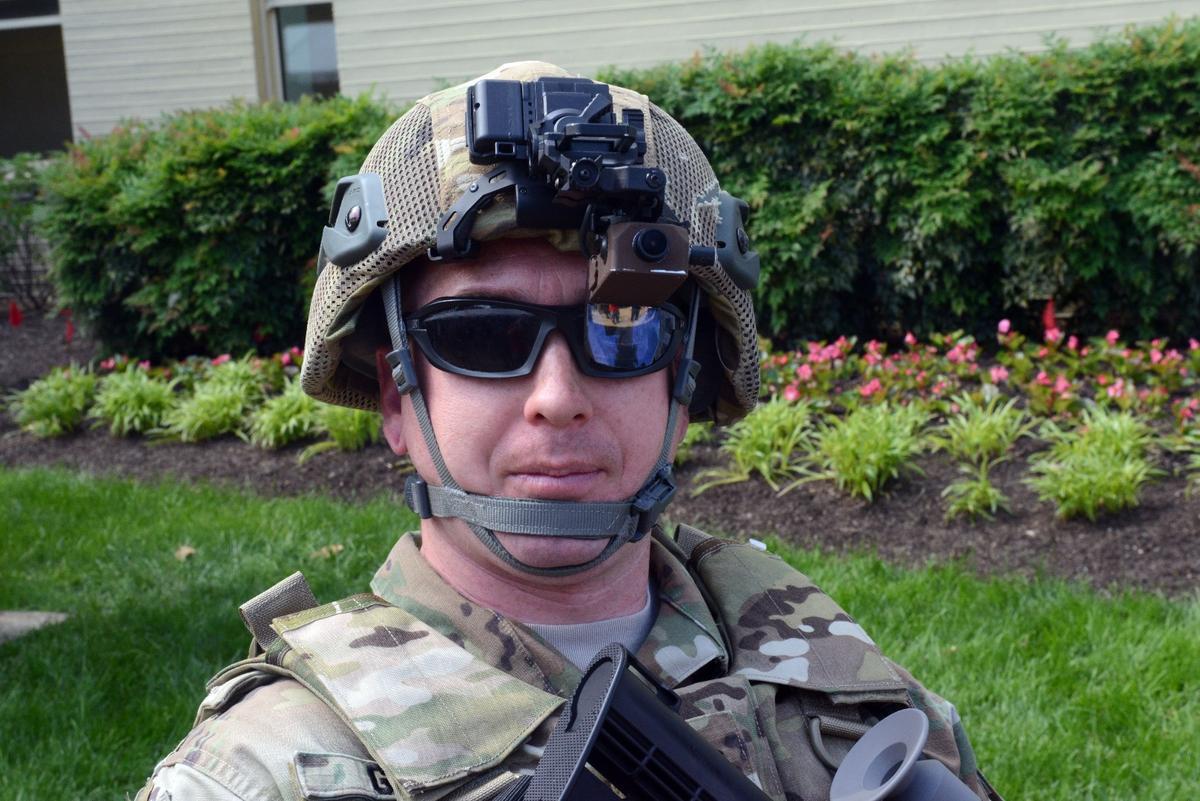The TAR display is mountedon regular US Army helmets
