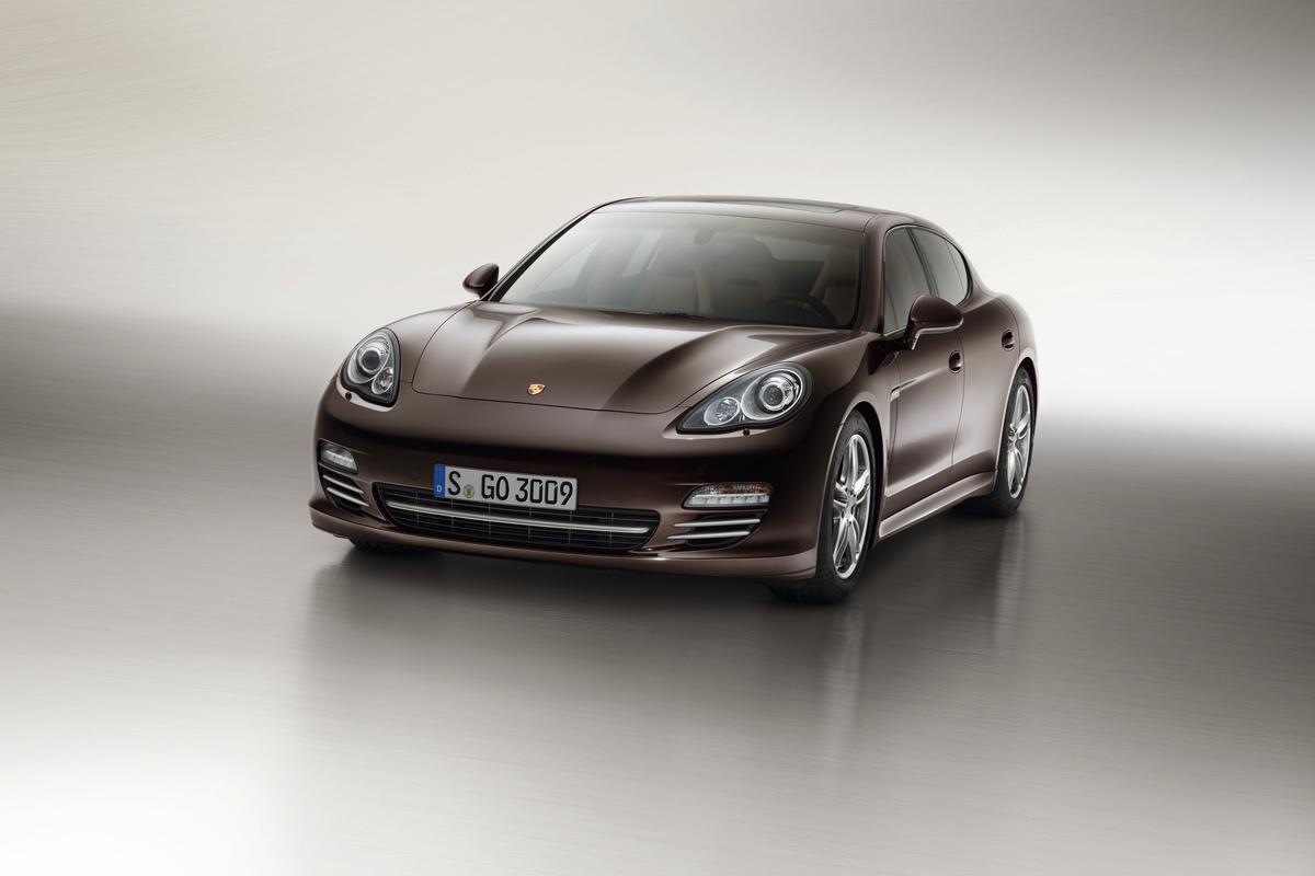 Porsche Panamera Platinum Edition exterior in mahogany metallic