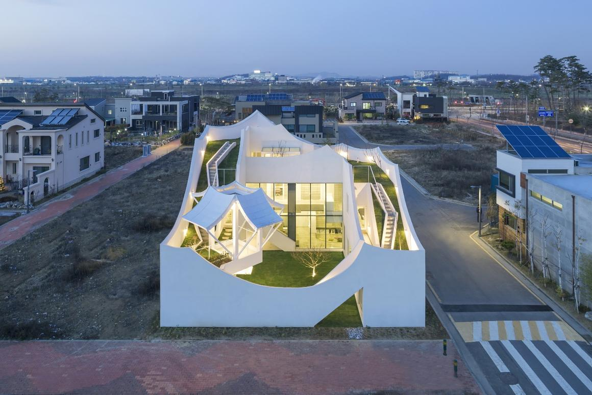 The design of theFlying House is inspired bywinged flight