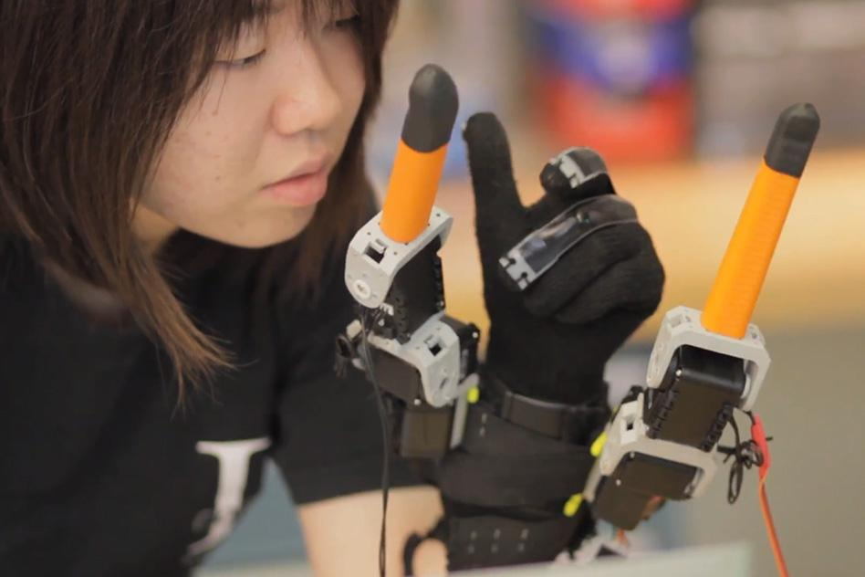 Faye Wu uses the supernumerary robotic fingers