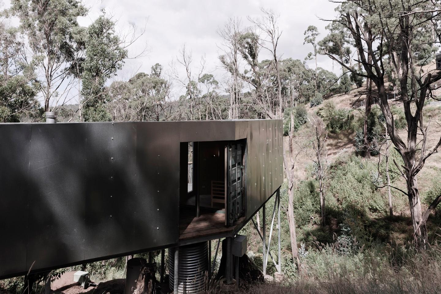 Studio Edwards offers an interesting take on theshipping container house with this project, named House 28