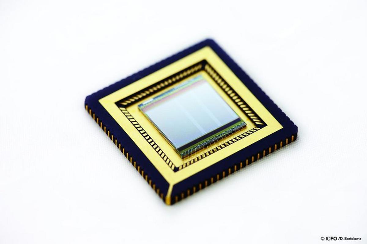 A new image sensor developed by ICFO can detect UV, visible and infrared light at the same time, thanks to graphene and quantum dots
