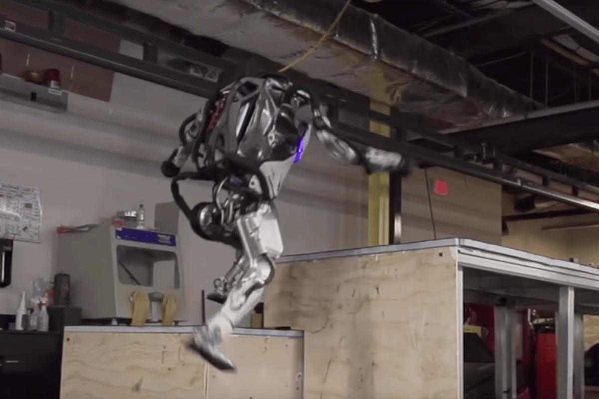 Boston Dynamics' Atlas robot can nowboundup boxes parkour style