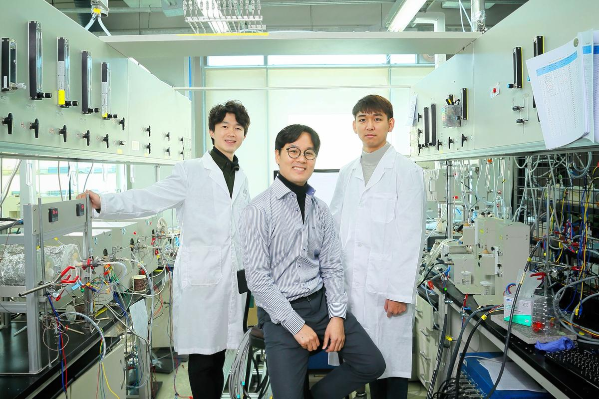 (From left) Junyoung Kim, Professor Guntae Kim, and Ohhun Gwona are part of the team who developed the Hybrid-SOEC, a more efficient new system for producing hydrogen