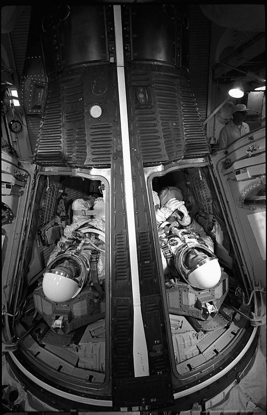 Astronauts James McDivitt and Ed White running through a simulated launch (Photo: NASA)