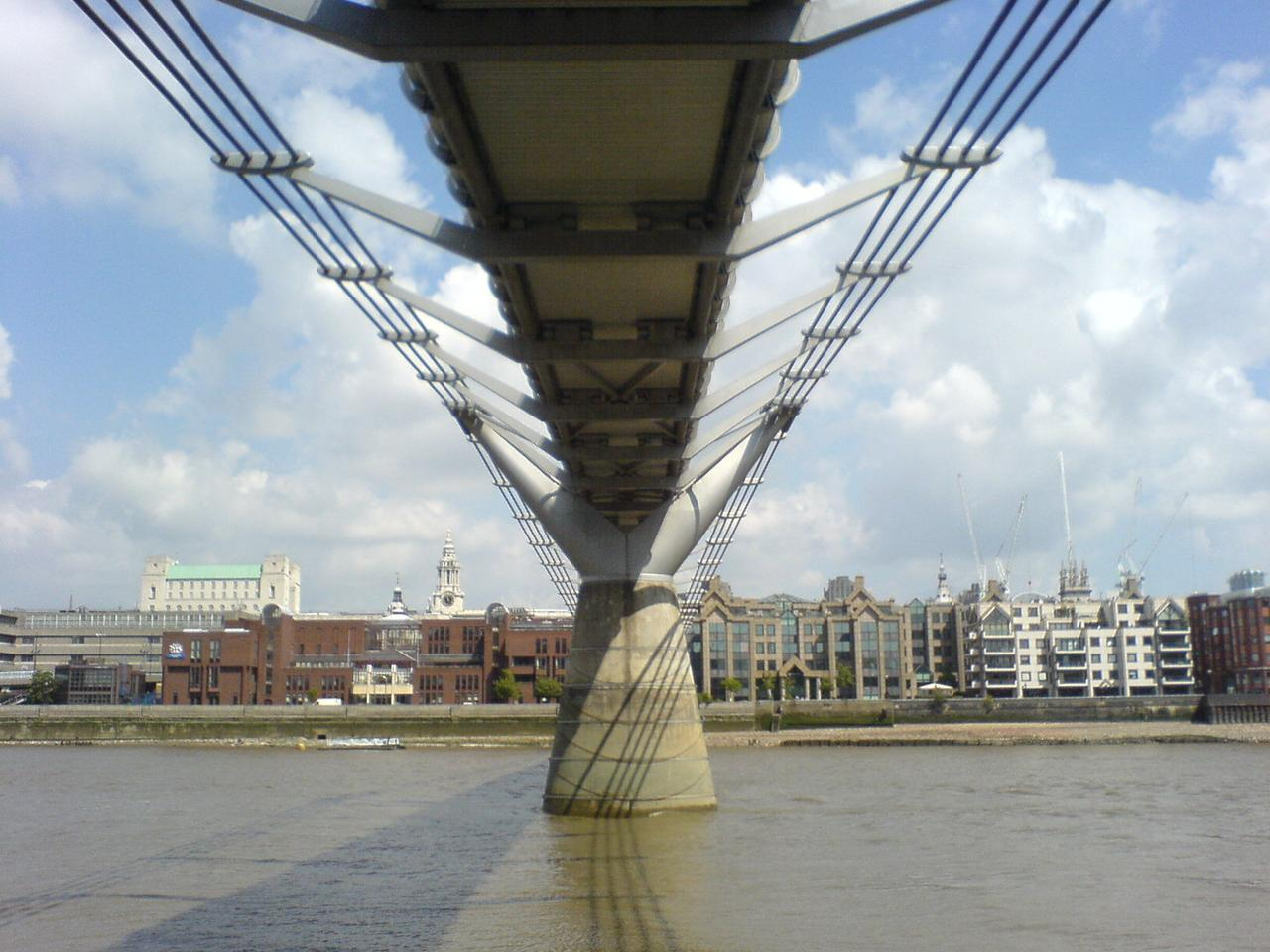 Underside of the Millennium Bridge, which swayed due to the cadence of those walking across it before dampers were added (Photo: KlickingKarl via Wikimedia Commons CCA-SA 3.0)