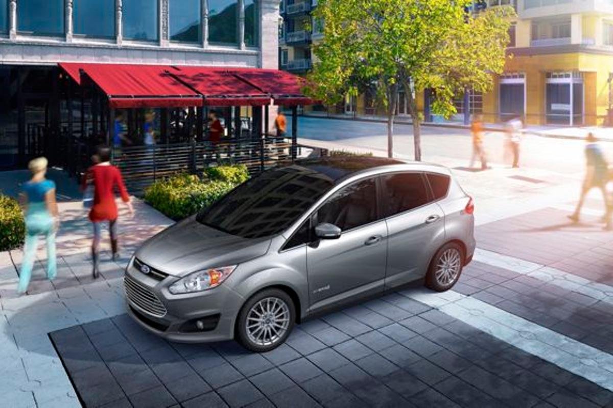 Ford has announced that its C-MAX hybrid will cost US$500 less than a Toyota Prius v