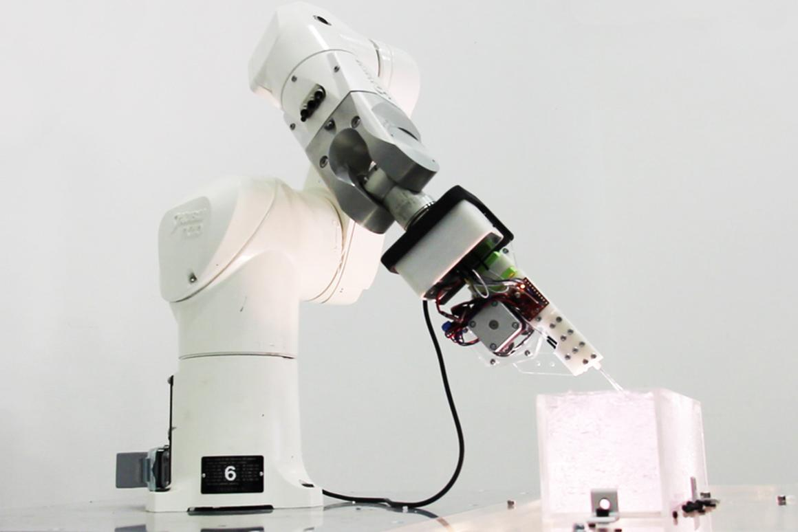 A six-axes robotic arm allows the printer to follow 3D vector-based toolpaths