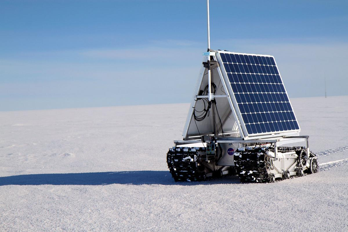 GROVER on the move during a sustained test of the power consumption (Photo: NASA Goddard/Matt Radcliff)