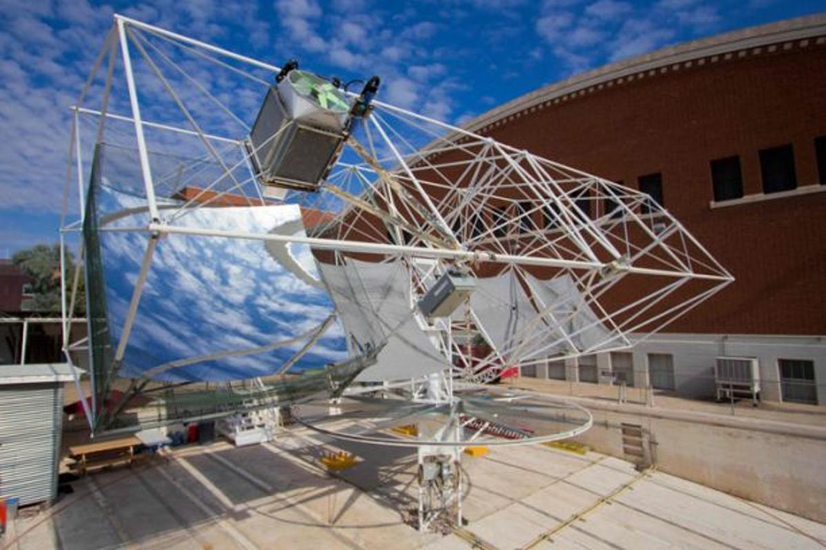 A dish-shaped mirror focuses sunlight onto a glass ball, which distributes it evenly onto an array of photovoltaic cells (Photo: Blake Coughenour/UA)