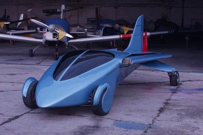 This earlier prototype of the Aeromobil flying car had just one tail fin (Photo: Peter Zakovic, SME)