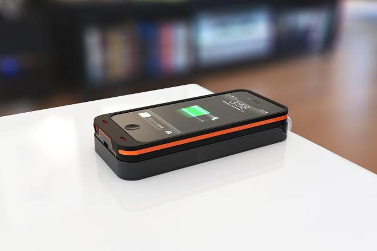 Dog & Bone's Backbone wireless charging case for iPhone 5/5s