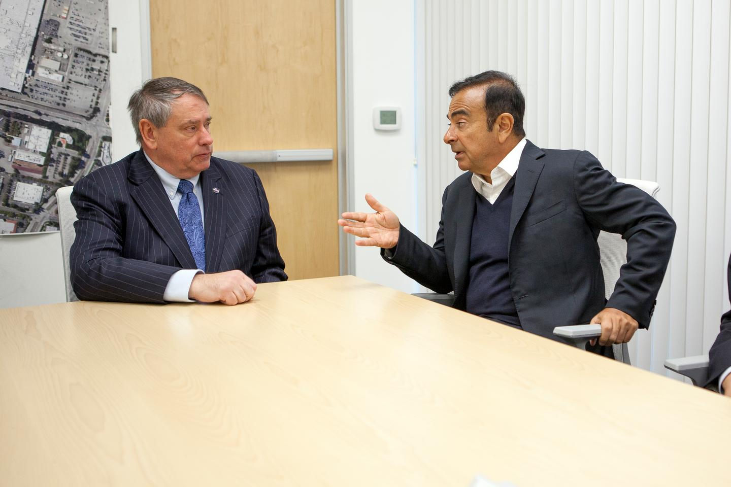 Ames director S. Peter Worden and Nissan CEO Carlos Ghosn (Image: Nissan)