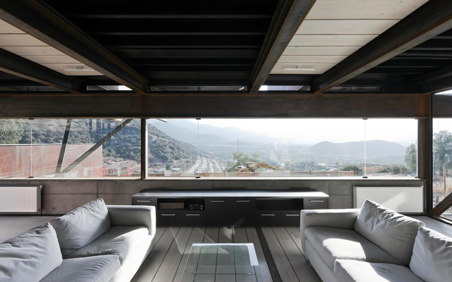 Caterpillar House is located on a hillside just outside Chile's capital city Santiago (Photo: Sergio Pirrone)