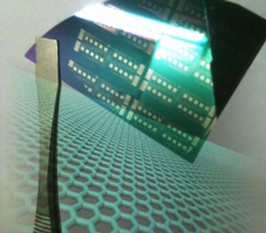 Copper-grown graphene circuits (Image: Zhengtang Luo)
