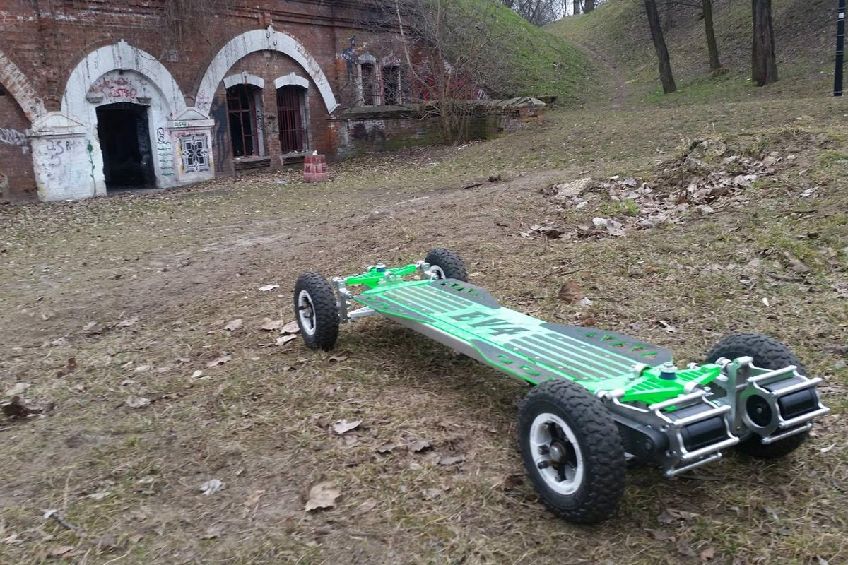 The Boardzilla Mountain Board can roll for 20-40 km and achieve a top speed of 40km/h