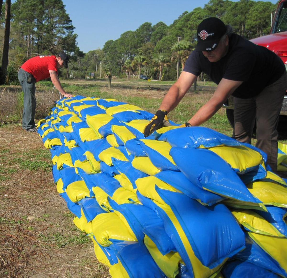 Sandbricks offer a number of design advantages over the traditional sandbag