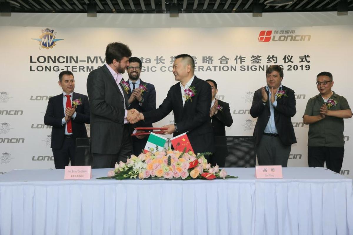 MV Agusta CEO Timur Sardarov (L) and Loncin president Yong Gao (R) shaking on their new agreement to build small-capacity MVs for the Chinese market