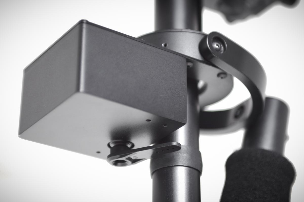 The Supraflux Stabilizer uses a electronic pan axis lock to make shooting direction changes easier