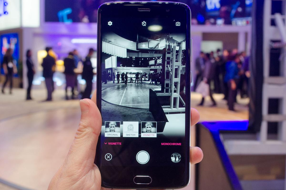 New Atlas goes hand-onwith the ZTE Blade V8 Pro at CES 2017