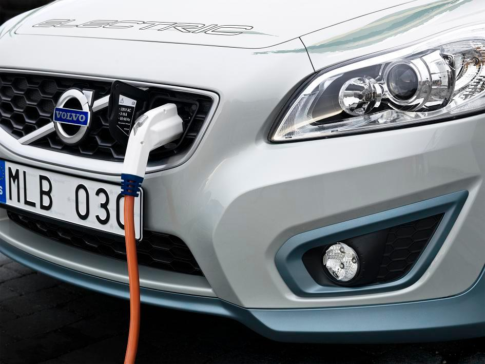 The Volvo C30 EV has a range of 150 kilometres (94 miles) on a full charge, boasts a top speed of 130 kilometres per hour (approximatly 80 mph) and accelerates from zero to 100 kilometres per hour in 10.5 seconds with the 110 hp (82 kW) electric motor