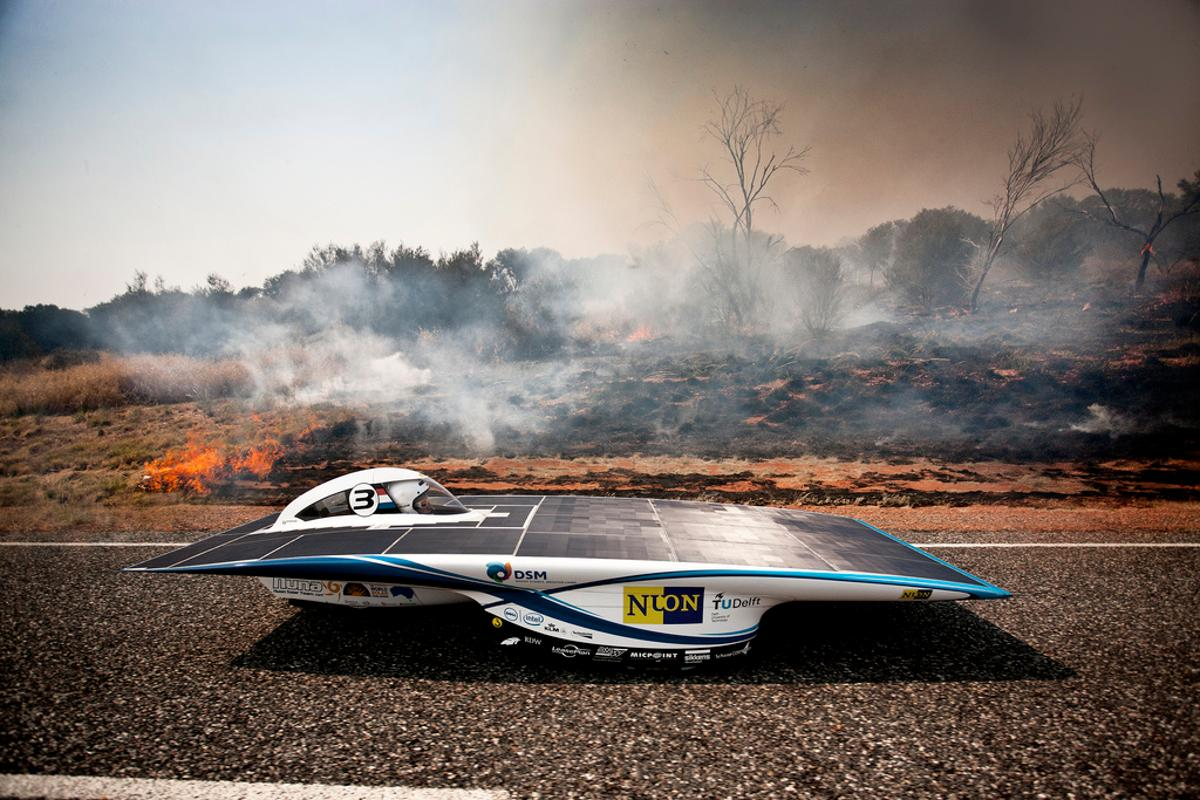 Nuon Solar during the 2011 World Solar Challenge (Photo: Hans Peter van Velthoven via Nuon Solar on Flickr)