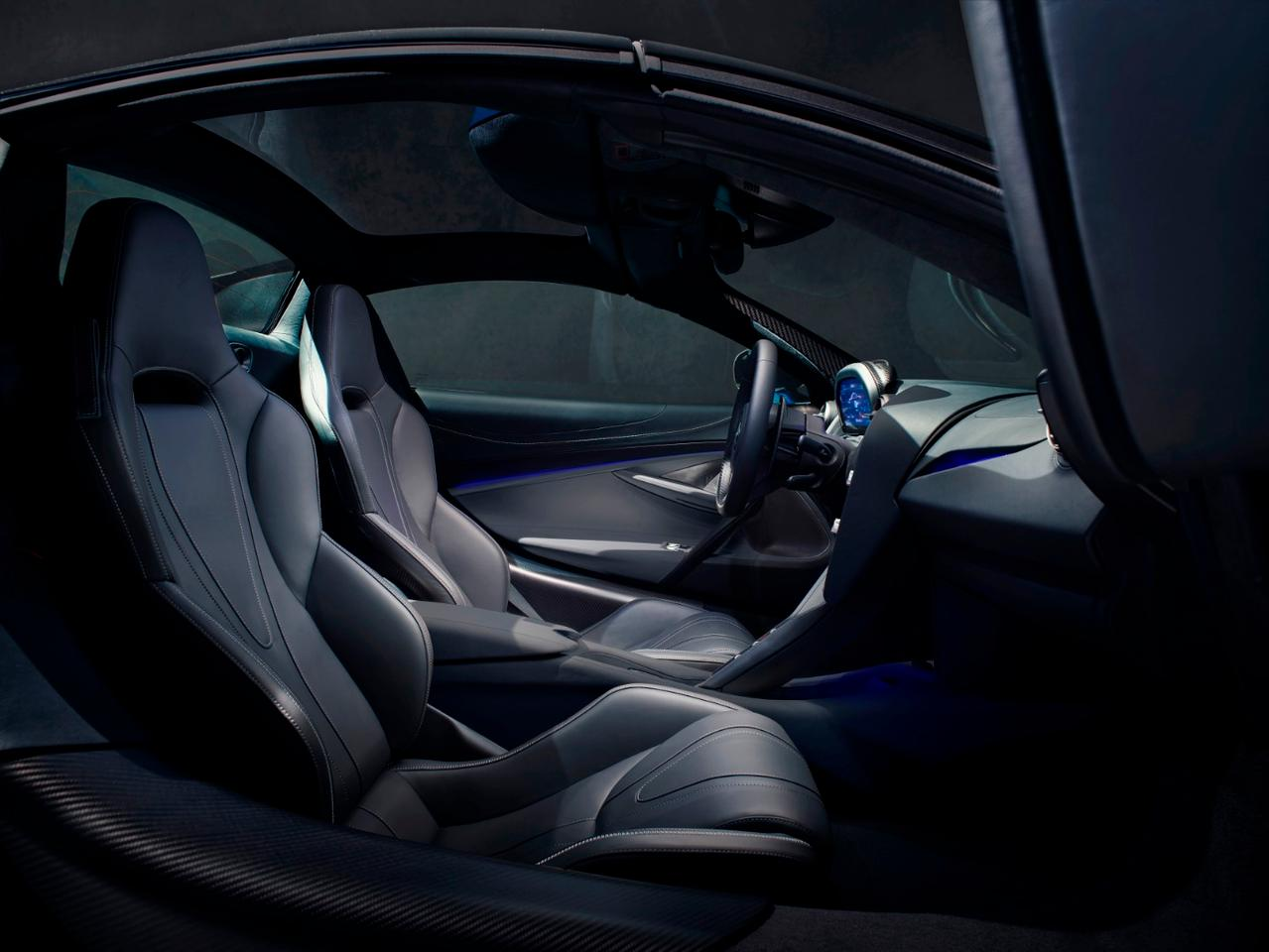 McLaren 720S Spider convertible: interior offers more over-the-shoulder visibility thanks to glass flying buttresses